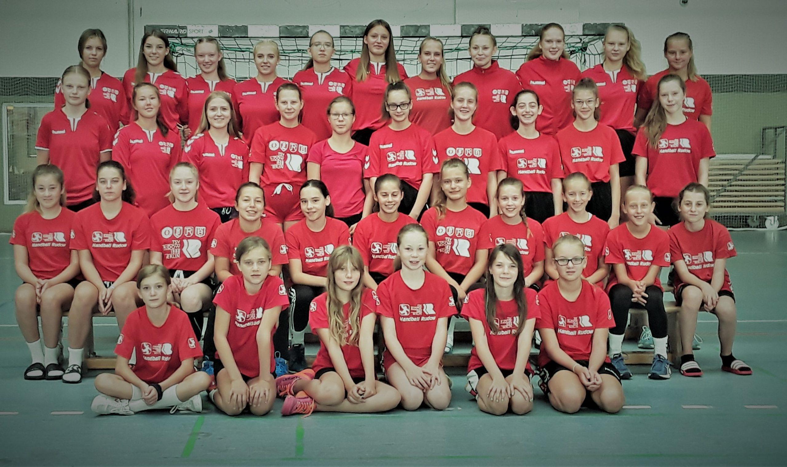 Die weibliche Handballjugend startet ins Trainingslager